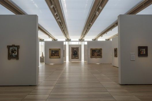 Seeming Inevitability: Reconsidering Renzo Piano's Addition To Louis Kahn's Kimbell,South gallery, featuring works by Michelangelo, Poussin, Velázquez, and Fra Angelico from the Kimbell's collection. Image © Robert Polidori