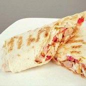 Горячий ролл-сэндвич с курицей, баклажанами и ореховым соусом