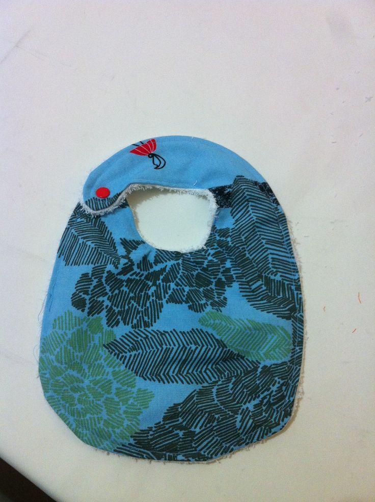 Babero azul con tela de ikea