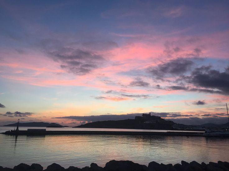 Adiós al mes de septiembre. Bienvenido octubre. Ibiza: 365 atardeceres Goodby september. Wellcome October. Ibiza: 365 sunsets