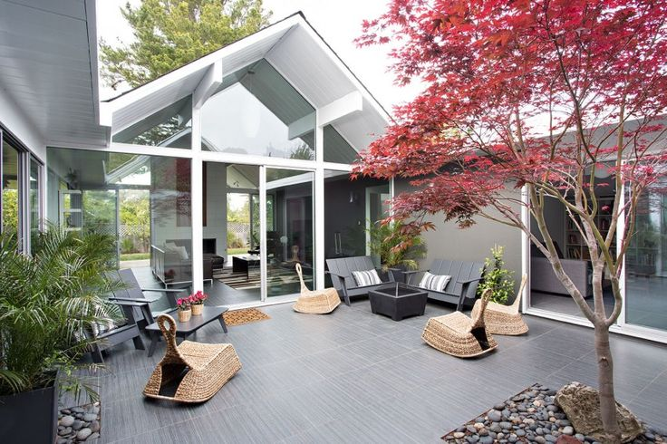 Double Gable Eichler Remodel by Klopf Architecture (4)..Beautiful green interior garden!!