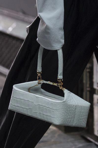 21a551464d Rejina Pyo at London Fashion Week Fall 2018 - Details Runway Photos  #Pradahandbags | Burberry handbags in 2019 | Fashion bags, Bags, Fashion