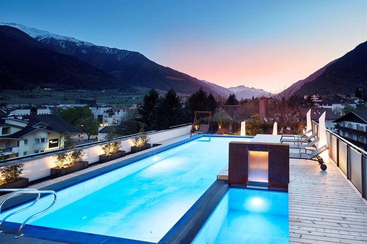 Abendstimmung im Sky-Spa im DolceVita Hotel Feldhof in Naturns