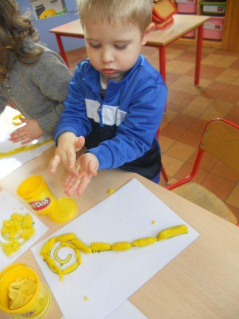 Cette semaine, nous avons réalisé3 ateliers autour du thème de Saint Nicolas : 1) Atelier peinture: Mise en peinture avec des...