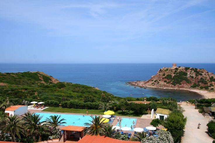 Altra panoramica con dettaglio piscine e vista sulla Torre del Porticciolo