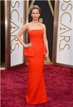 Premios Oscar 2014: Jennifer Lawrence, de Dior, se cae en la alfombra roja
