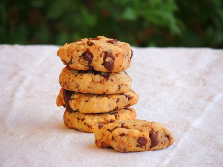 Biscotti con gocce di cioccolato: indice glicemico basso, senza glutine, preparati con stevia farina mandorle, senza zucchero con ingredienti bio.
