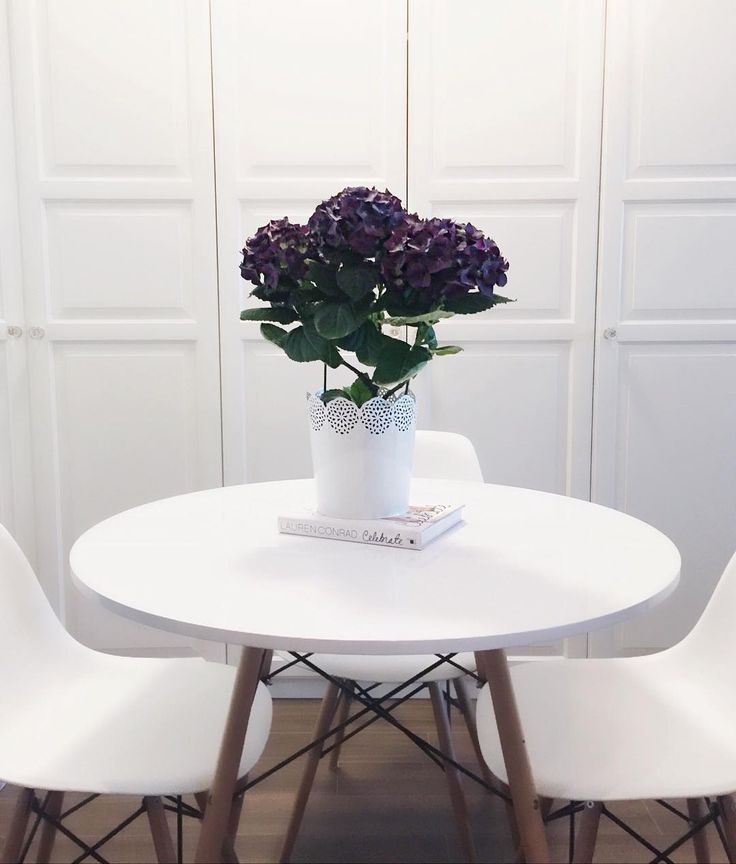 Home Decor Ideas For Small Apaprment / White Round Table and Chairs via @asideofvogue on Instagram