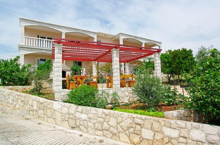 Croatian sea coast terrace garden gardenvrt pinterest for 14 m4s garden terrace
