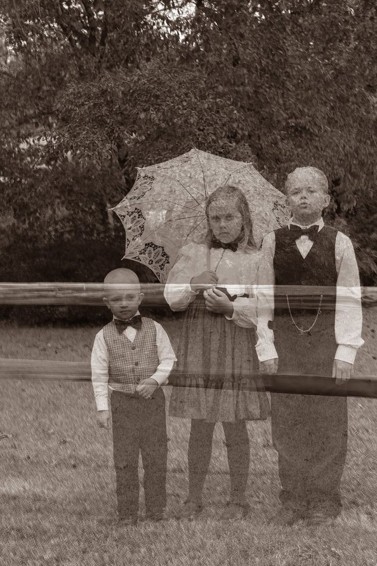 How to take a ghostly photoshoot with your kids on Halloween via doodlecraftblog.com