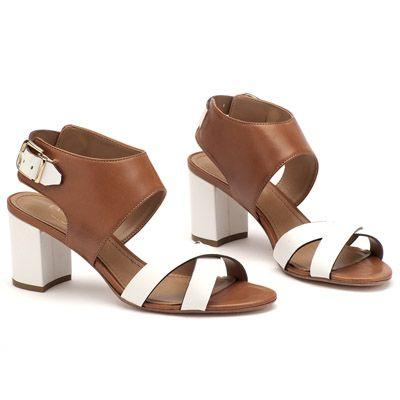 https://www.laranjalimashoes.com.br/produto/1795490/sandalia-salto-medio-marrom-salto-medio-107108