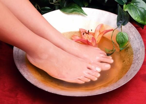 Como tirar os calos dos pés com remédios caseiros
