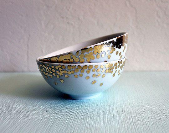 Gilded Bowls: Goldleaf, Confetti Dishes, Polka Dots, Gold Leaf, Mixed Bowls, Gold Confetti, Diy Decor, Diy Projects, Leaf Bowls