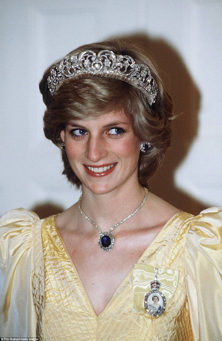 In the shy Di days, when Princess Diana was yet to meet her rock star status as a royal celebrity, the young princess still manages to dazzle at Government House in Canberra in 1983 in the Spencer family diamond tiara and and a Saudi Arabian star sapphire and diamond necklace