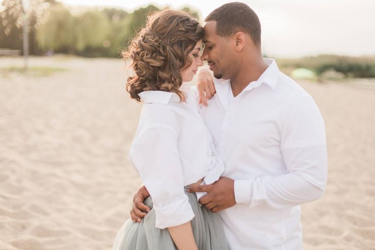 Love Shoot: Romantiek op het Sint-Anneke strand.