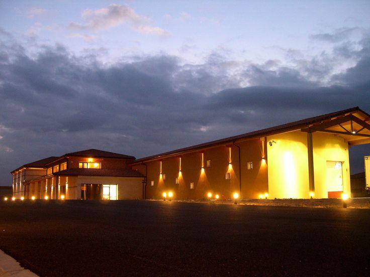 El proyecto de expansión de Protos supuso la construcción, en el año 2006 de una nueva bodega en la Denominación de Origen Rueda. Esas instalaciones se encuentran en el pueblo de La Seca y suponen una diversificación en la línea de negocio de la empresa.