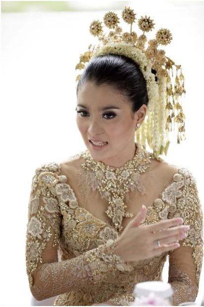 <3 Gold Kebaya - Kebaya Wedding Dress I Truly Indonesian