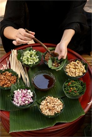 The best of Thai cuisine in Chiang Mai:  Miang Kham (เมี่ยงคำ) Tasty Thai Leaf-wrapped