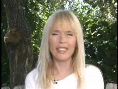 See Lillian Muller's interview on her anti-aging secrets here: http://www.thefruitdoctor.com/lillian-muller-raw-beauty/