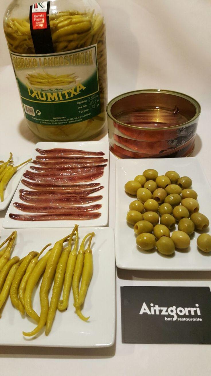 La #Gilda, un pintxo típico de #Donostia #San Sebastián. Elaborado con aceituna, guindillas y anchoas.