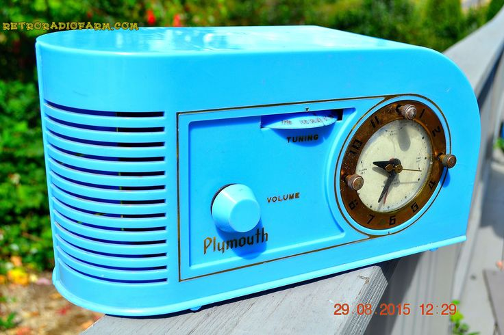 PERIWINKLE Blue Golden Age Art Deco 1948 Plymouth Model 1600 AM Tube Clock Radio Totally Restored!