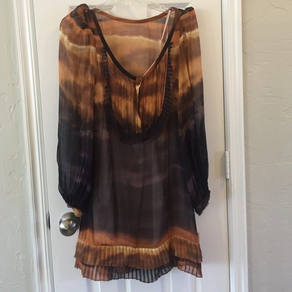 Cool Tracey Reese dress This long sleeved dress is super cool and easy to wear. The slip is detachable and could be worn under anything. The sleeves have some volume at the shoulders and come all the way down to the wrists. Tracy Reese Dresses Long Sleeve