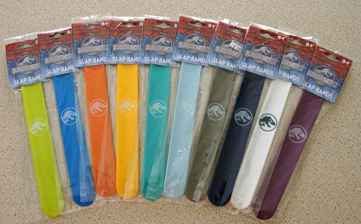 les fameux SLAPS BANDS du film de JURASSIC WORLD débarquent à la boutique! Préparez vous pour les beaux jours avec les bracelets magnétiques JURASSIC WORLD! Un large choix de couleurs pour personnaliser son style POUR SEULEMENT 2.90€!  Surveillez bien, nous mettons en ligne les produits chaque jour pour vous permettre de trouver ce que vous cherchez! http://www.laeboutiquedudinosaurejpb.com/#!jurassic-park-boutique/cndy/!/~/search/keywords=SLAP&offset=0&sort=relevance