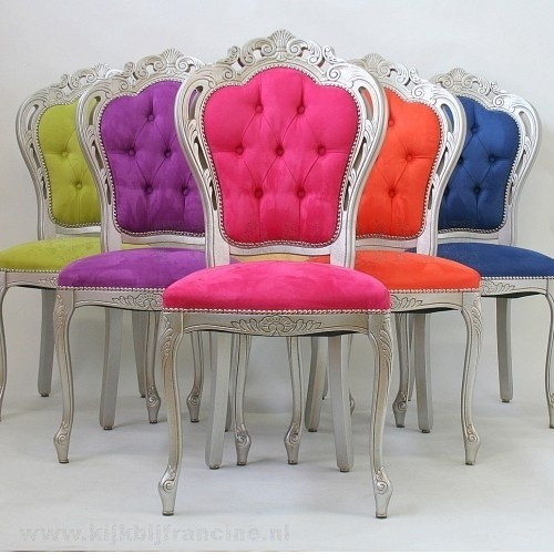 5 chairs each of the cushions has another colour, green, purple, pink, orange and blue. They have wooden legs. The legs are silver.The chairs have a royal appearance.