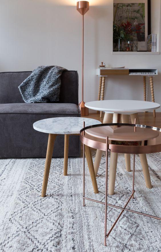 Table console, luminaire sur pied + table basses + table en cuivre Pastelliving.com