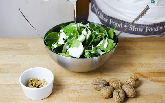 Insalate e condimenti: la salsa al gorgonzola e noci