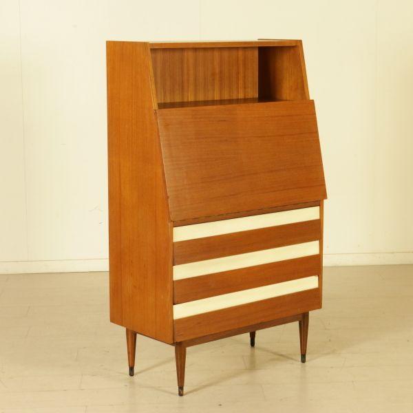 Scrittoio a ribalta anni 60; legno impiallacciato teak, inserti in formica.