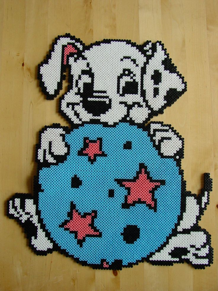 101 Dalmatians hama beads by Hester - Pattern: https://de.pinterest.com/pin/374291419012362299/