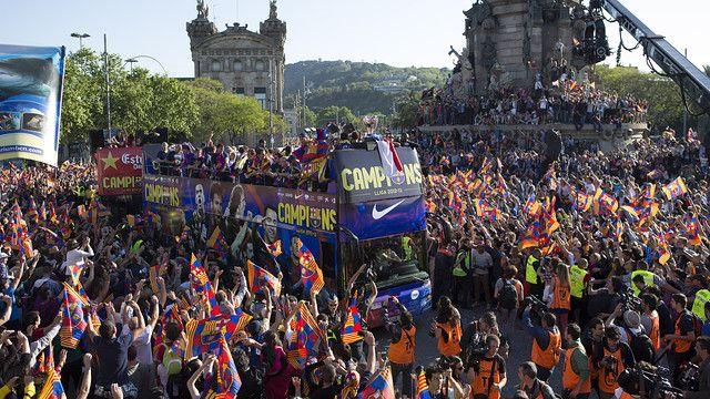 El equipo celebra el título de Liga por las calles de Barcelona / FOTO: GERMÁN PARGA - FCB
