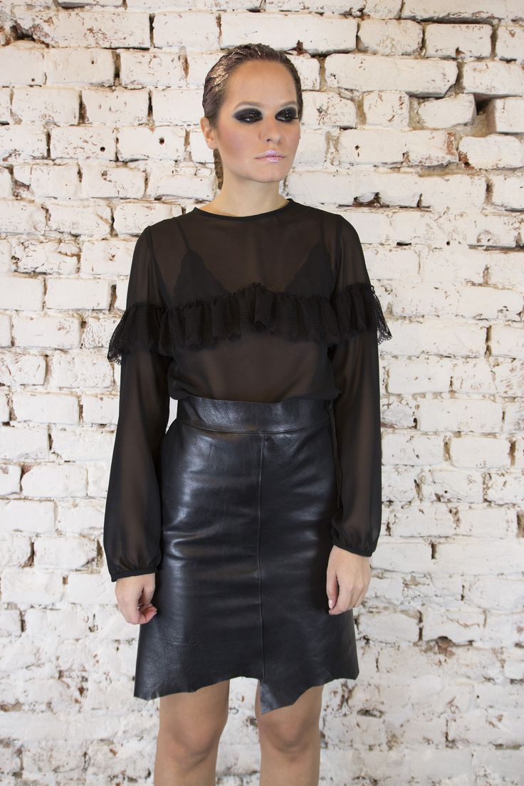 Elegant and mysterious top for any occasion