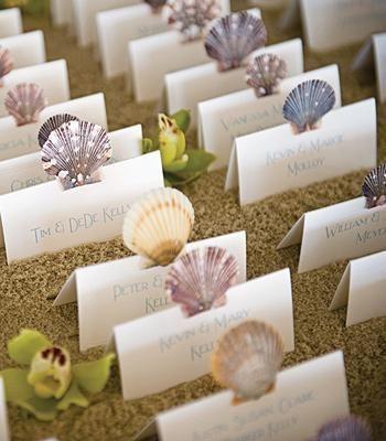 海やリゾート地が好きで、結婚式が夏の新郎新婦なら、マリンテイストな結婚式を!キュートで遊び心もあるマリンウェディングにピッタリの演出アイデアをご紹介。