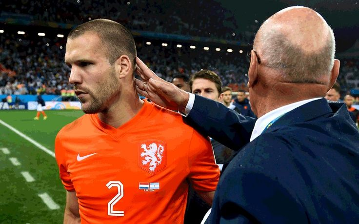 Netherlands v Argentina: Ron Vlaar took first penalty in World Cup semi-final shootout because team-mates refused - THE TELEGRAPH #Netherlands, #Argentina, #WorldCup