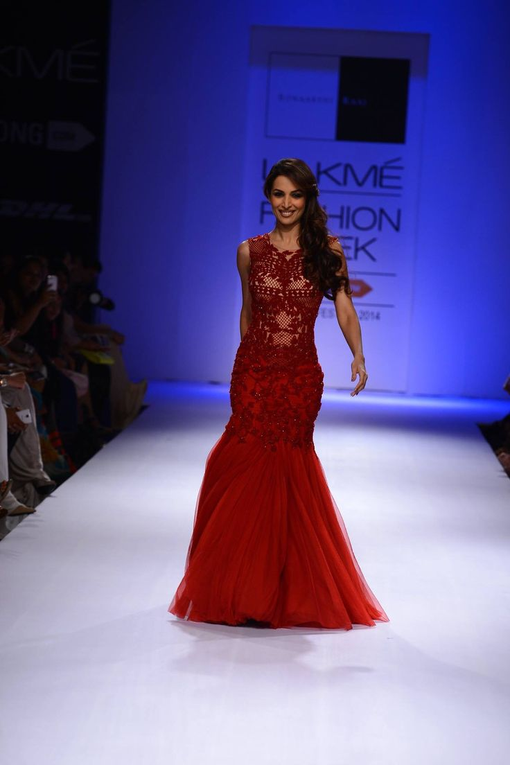 Simply loved the designs showcased by Sonaakshi Raj at LFW 2014 ~ one of my fav this season