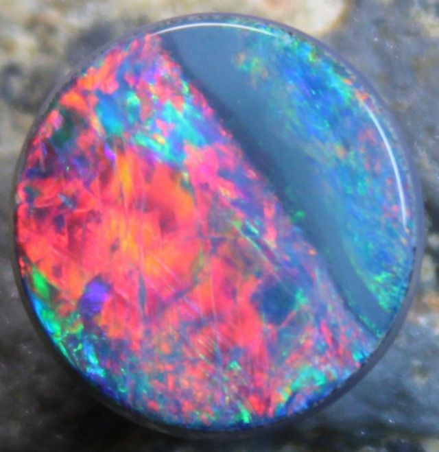 4.25 CTS OPAL DOUBLET FIRE ELECTRIC COLOR - NICE -C9248 opal doublet , australian doublet opal, opal