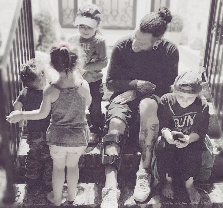 Jeff Hardy with his daughters Ruby, Nera & his Nephew ...