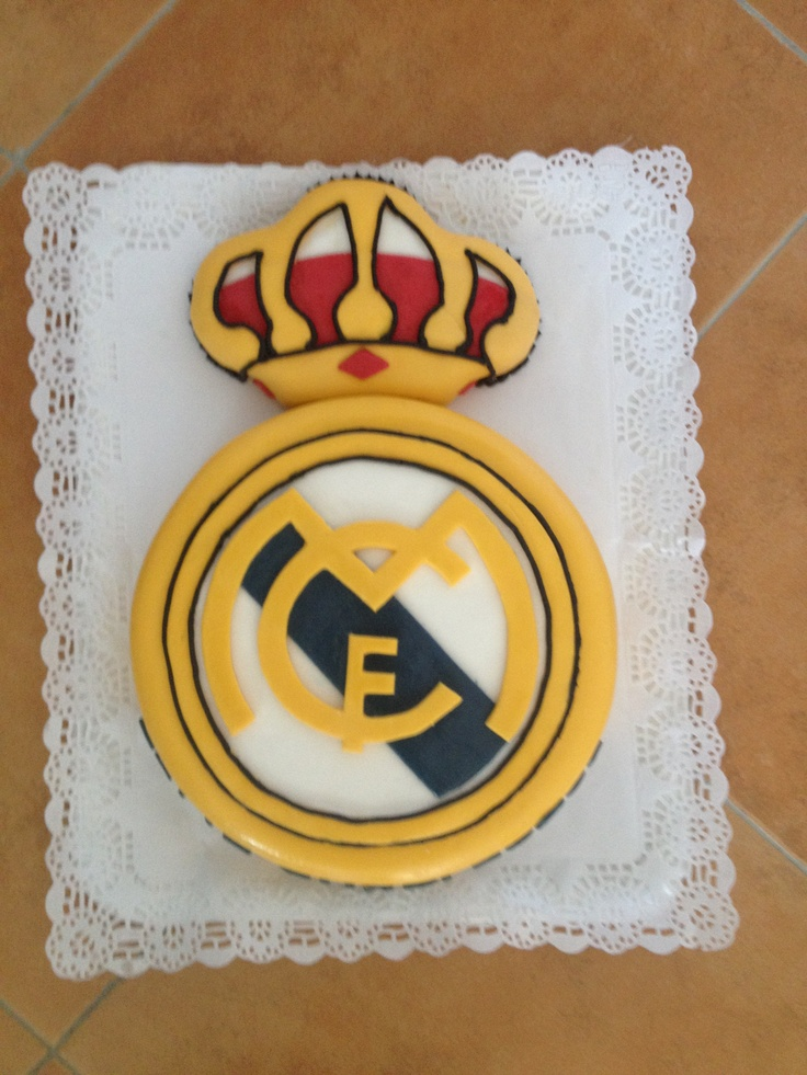 Real madrid logo cake!! Cakes, cupcakes and more cake ...
