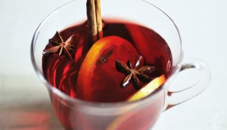 Try making this easy aromatic mulled wine recipe in the slow cooker. You need just half a bottle of red wine, and the cooking time is just 10 minutes! ♥ Pin it for later.