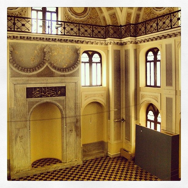Inside the Yeni Mosque, the newest in Thessaloniki, built in 1902 for the Islamized Jews. (Walking Thessaloniki - Route 15, Faliro)