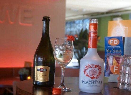 FD #SpeciaalAanbevolen PEACHTREE MIX  Frisse cocktail met een vleugje perzik van prosecco en Peachtree 4.50