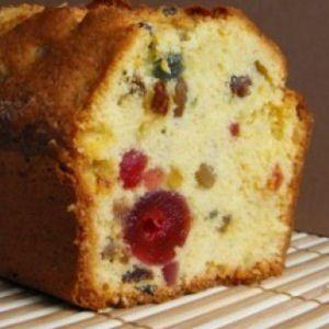 cake anglais aux fruits confits .