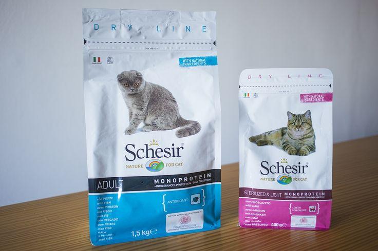Schesir Dry Line è formulata con ingredienti naturali, più vitamine e minerali: e piace tantissimo ai nostri amici animali!