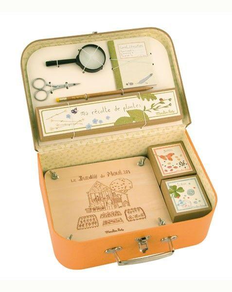 Une petite valise contenant tous les ustensiles nécessaires au botaniste en herbe à 49€