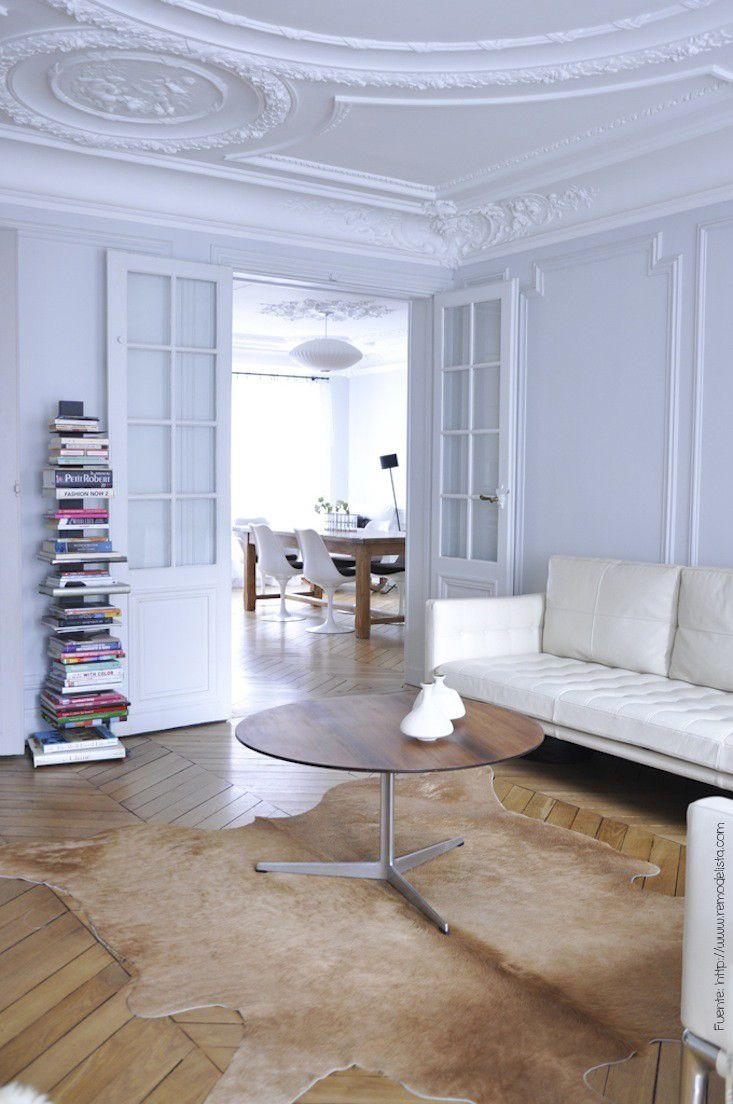 Otra forma de disponer el parquet es en forma de chevron, muy típica en construcciones de estilo francés. Todos los pisos de madera tienen una durabilidad muy alta (en la medida que sean cuidados).