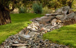 Create A Dry Creek Bed In Your Backyard Ponds Backyard