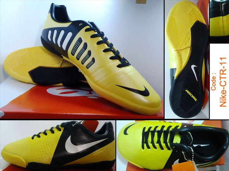 Sepatu Futsal Nike CTR 360  perpaduan antara warna kuning hitam kualitas KW Super Import italy, dengan box cocok sekali bagi anda yang memiliki budget lebih dan mementingkan kualitas Sepatu Futsal Nike CTR 360 sangat cocok sekali karena sepatu ini memiliki kualitas yang tak diragukan lagi.