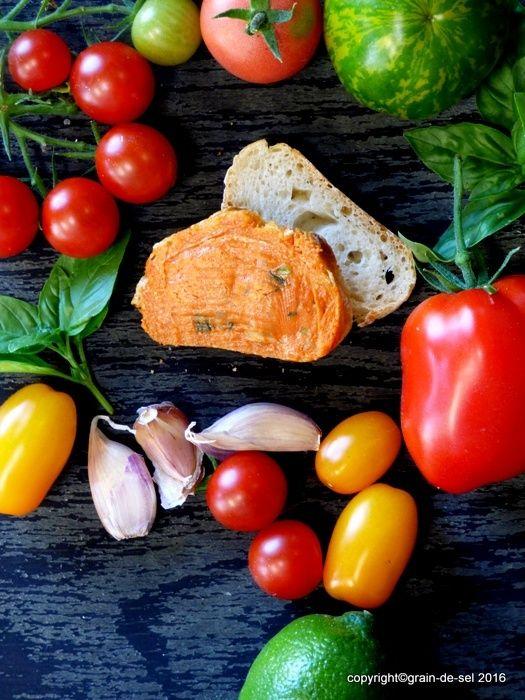 grain de sel - salzkorn: Gartenfest - Tomatenbutter mit Basilikum und Limet...